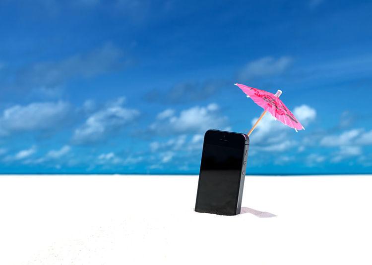 proteger tu móvil en la playa